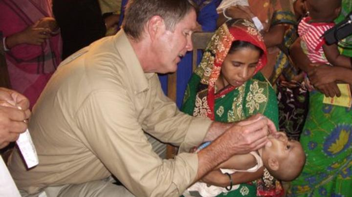 Bill Frist giving medical aid in Bangladesh